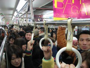 通勤ラッシュの電車